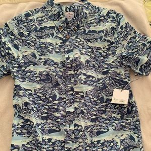New vineyard vines button down size 16 boys fish